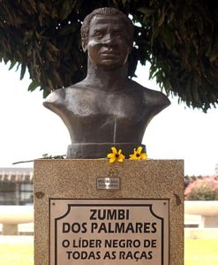 Monuments of Zumbi dos Palmares in Brasilia (Left: Wikipedia) and in front of Basílica Cathedral, Salvador-Bahia. Photo: Albenisio Fonseca