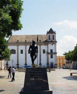 Monuments of Zumbi dos Palmares in front of Basílica Cathedral, Salvador-Bahia in Brasilia. Photo: Albenisio Fonseca