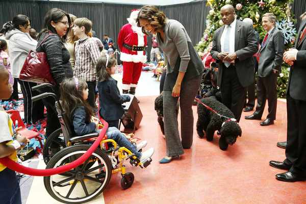 ... Spreads Holiday Cheer to Children in Hospital - Atlanta Blackstar
