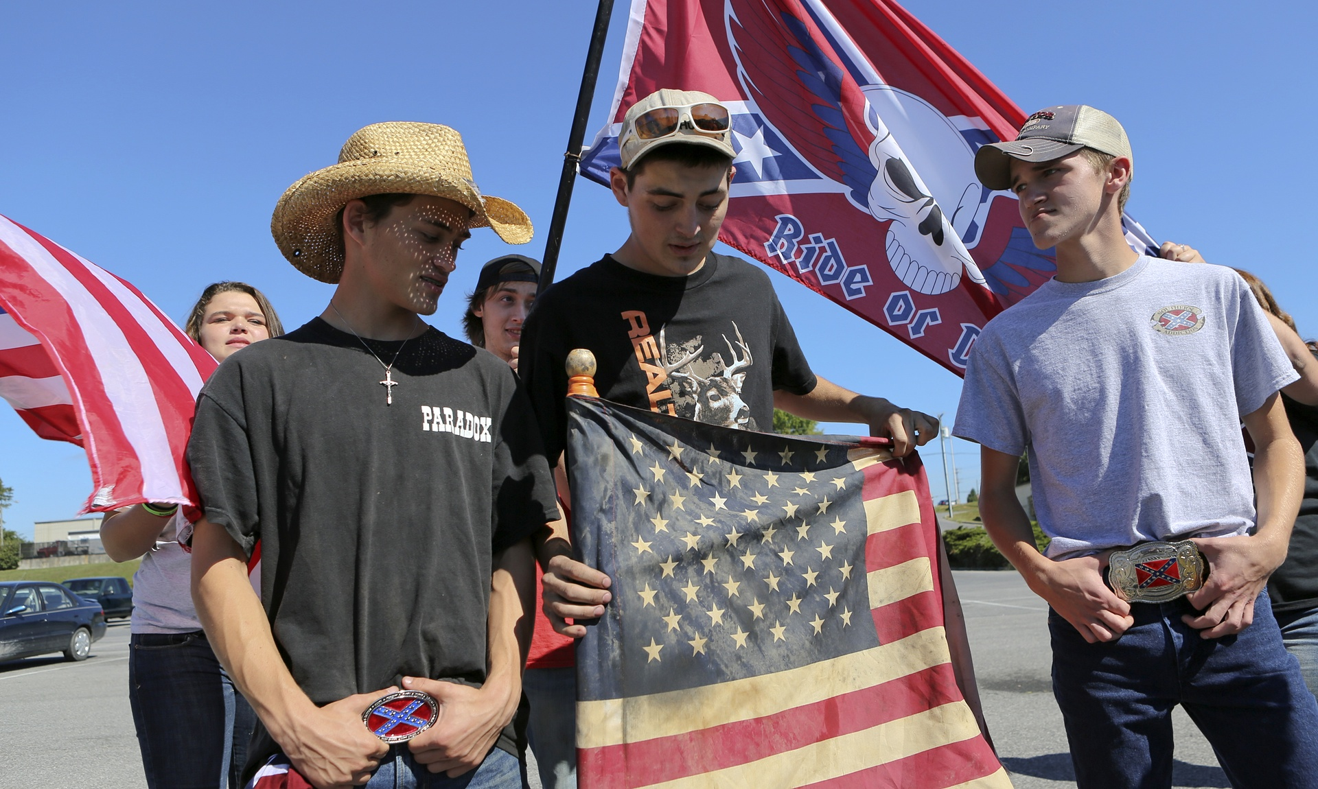 High School Students\' Protest over Confederate Flag Ban Shows ...