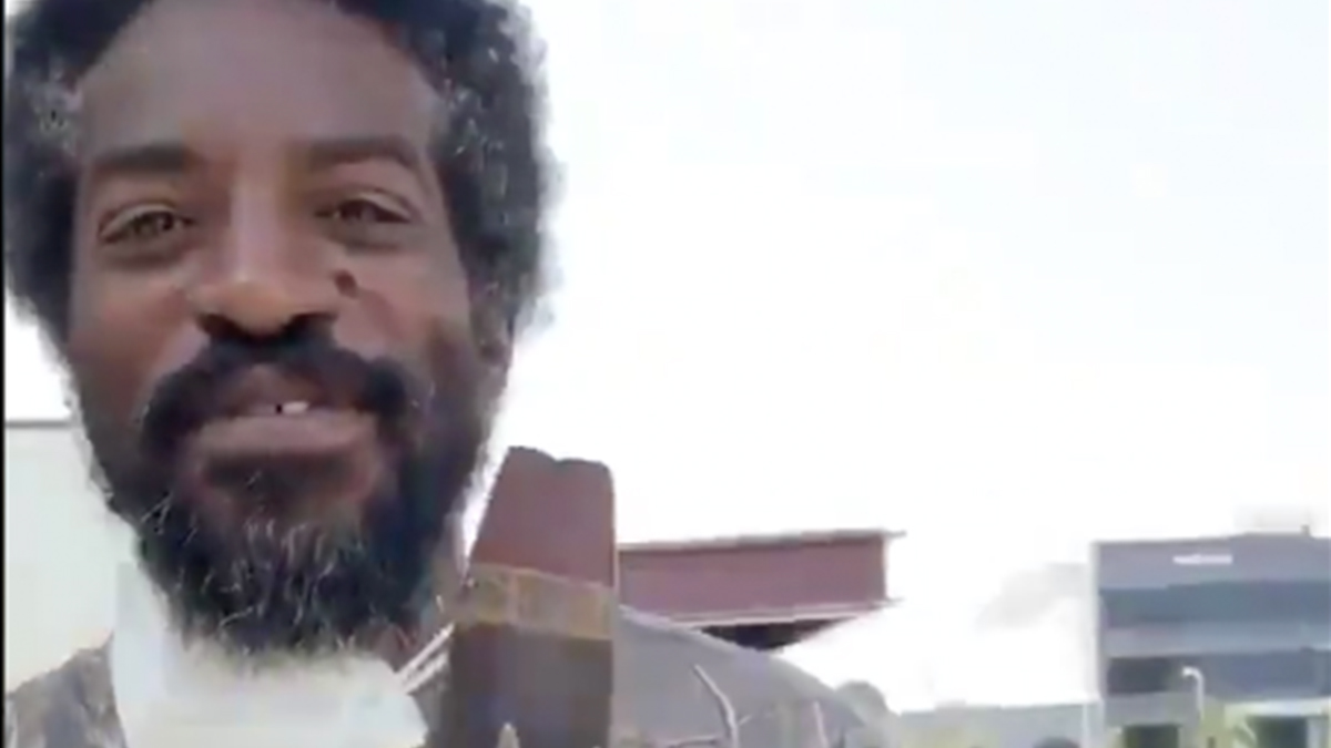 Image of article 'Man of the People': Fans React to Sighting of André 3000 With Grayed-Out Afro and Flute'